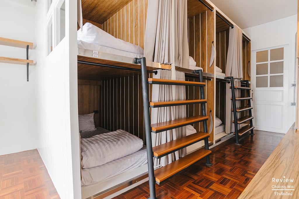 Bed Addict Hostel x Cafe